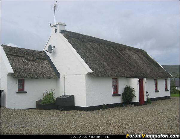 2 settimane nella verde IRLANDA-119-tetti-paglia-ricamati.jpg