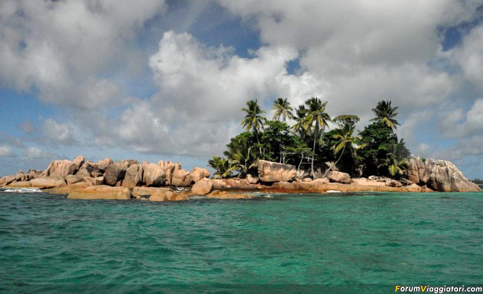Seychelles - Snorkeling a San Pier